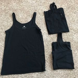 Banana Republic basic tanks, 3 Black